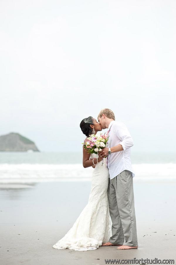 Real wedding okeoma dave punto de vista manuel for Weddings in costa rica