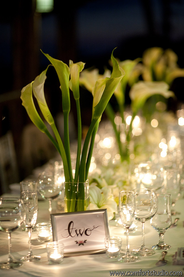 white cala table arrangement