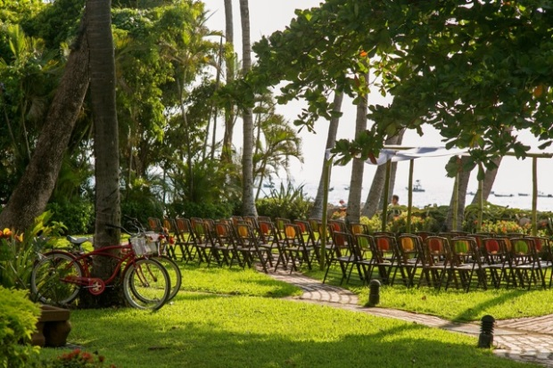 Tamarindo Diria garden wedding