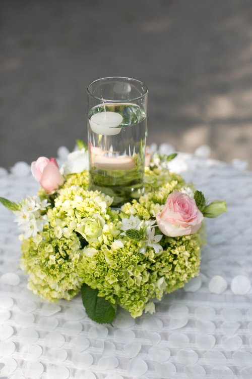 roses and green hydrangeas arrangement, floating candle, flower arrangement, discovery beach house manuel antonio, weddings costa rica