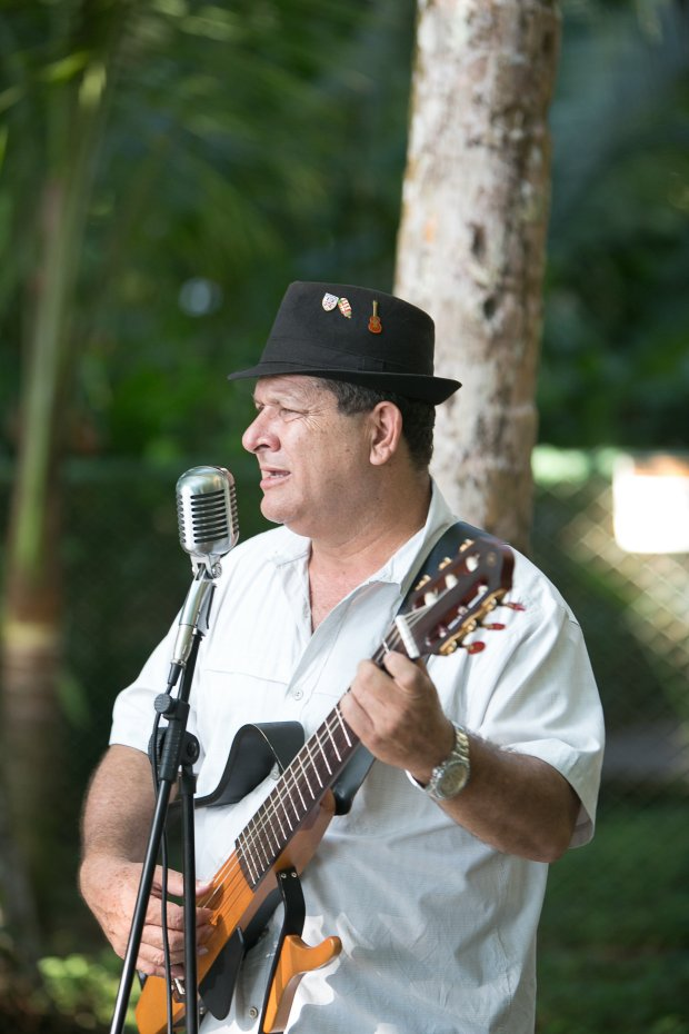 wedding singer, tico singer, latin singer, beach wedding, discovery beach house manuel antonio, weddings costa rica