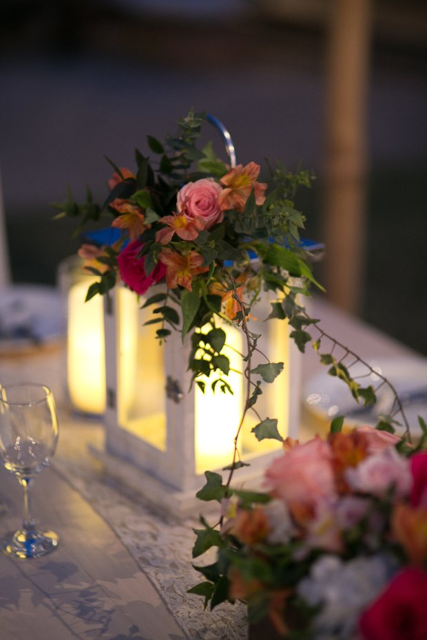 lantern, lantern with roses and ivy, lantern table arrangement, Hacienda Pinilla Beach Resort, las palapas, weddings costa rica