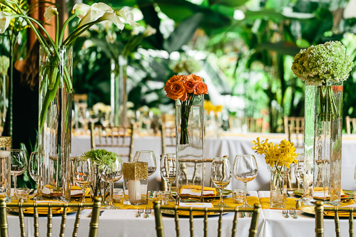 wedding table arrangement, gold table setting, calla lilies, floral arrangement, tropical wedding, los altos resort wedding, weddings costa rica