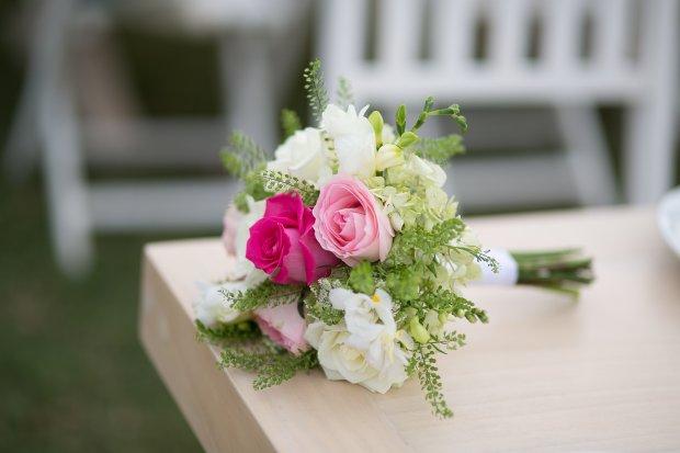 rose bouquet, bridal bouquet, wedding bouquet, tropical wedding, beach wedding, wedding reception, tropical reception, table arrangement, Hacienda Pinilla Beach Resort, las palapas, weddings costa rica