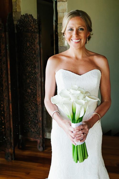 bride calla lilies, calla lily bouquet, wedding dress, punto de vista costa rica wedding, weddings costa rica