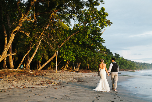 beach wedding, bride and groom beach, tropical wedding, punto de vista costa rica wedding, weddings costa rica