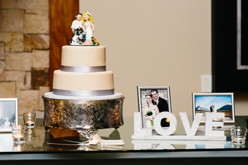 wedding cake, art deco wedding cake, personalized wedding cake, custom cake toppers, punto de vista costa rica wedding, weddings costa rica