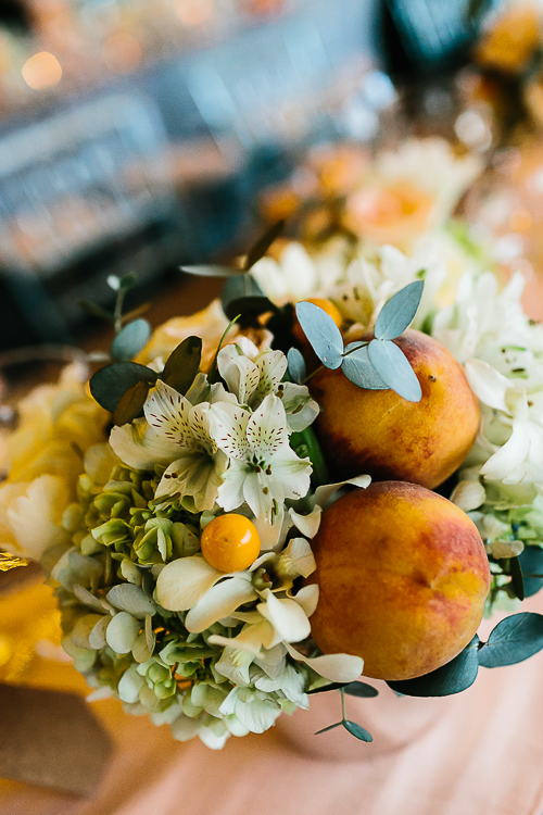 white orchids and peaches, flower arrangement peaches, punto de vista costa rica wedding, weddings costa rica