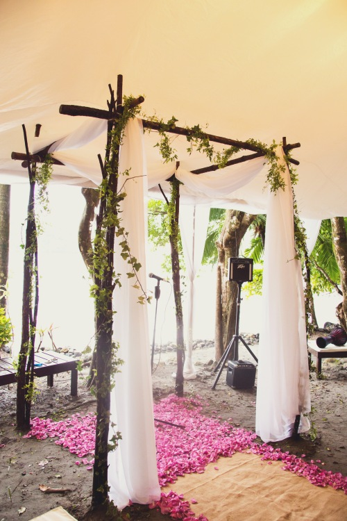beach wedding, wedding canope, canope and rose petals, tropical wedding, vintage beach wedding, tulemar, weddings costa rica