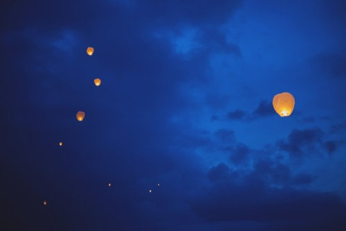 floating lanterns, floating lanterns in sky, tulemar, weddings costa rica