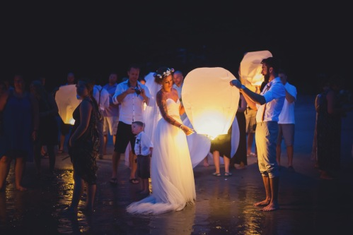 floating lanterns, wedding lanterns, bride and groom with floating lanterns, beach wedding, tulemar, weddings costa rica