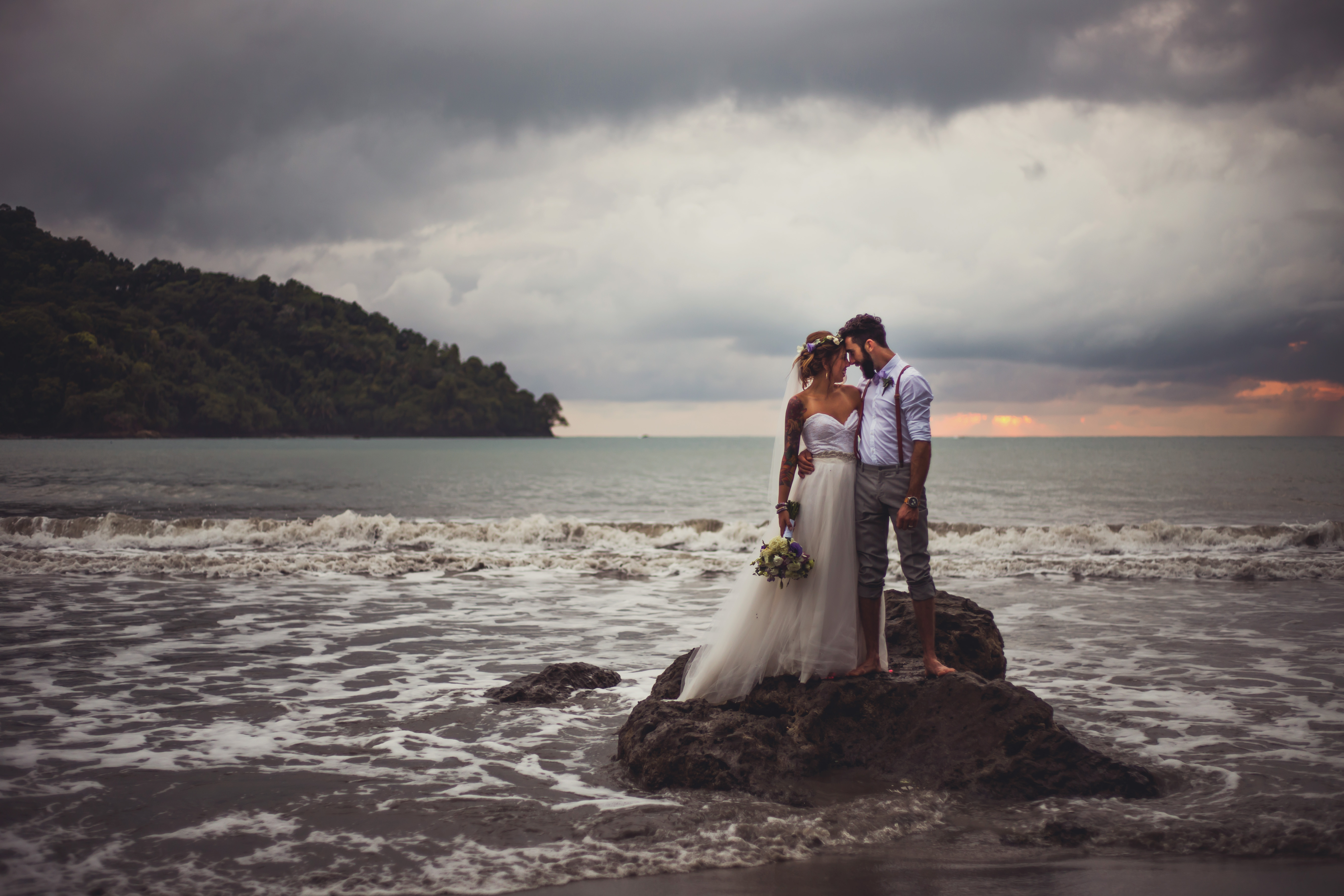 Real wedding sheri sean at tulemar manuel antonio for Texas beach wedding packages