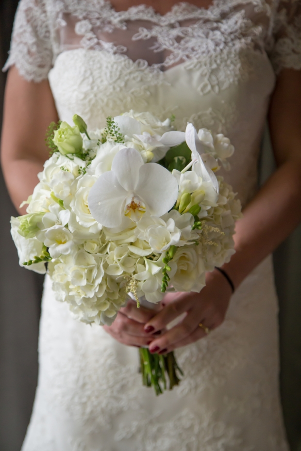Wedding dress and bouquet, white rose bouquet, bride with bouquet, weddings costa rica