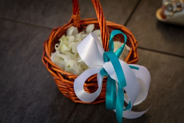 wedding petals, basket with bow, blue and white bow, white petals, weddings costa rica