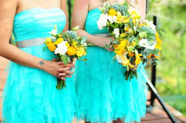 Casas de Las Brisas, aqua bridesmaids dresses, yellow orchid bouquet, bridesmaids yellow orchid bouquet, aqua colored dress, weddings costa rica