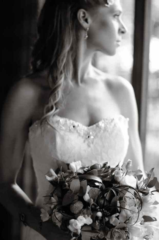 Casas de Las Brisas, bride, bride with bouquet, bride black and white, wedding dress, weddings costa rica