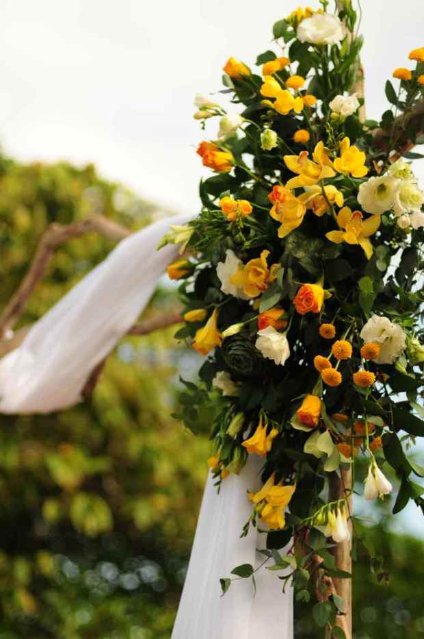 Casas de Las Brisas, flower arrangement, yellow orange and white flower arrangement, wedding flower decor, wedding arch with flower decor, tropical wedding, weddings costa rica