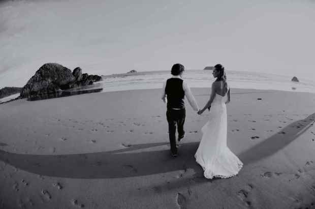 Casas de Las Brisas, wedding couple at beach, beach wedding, newlyweds beach, weddings costa rica