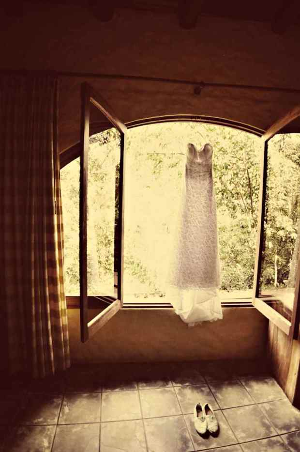 Casas de Las Brisas, wedding dress and shoes, wedding gown, weddings costa rica