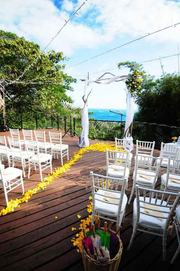 Casas de Las Brisas, wedding site, wedding altar, wedding arch, arch with yellow flower arrangement, ocean view wedding, weddings costa rica