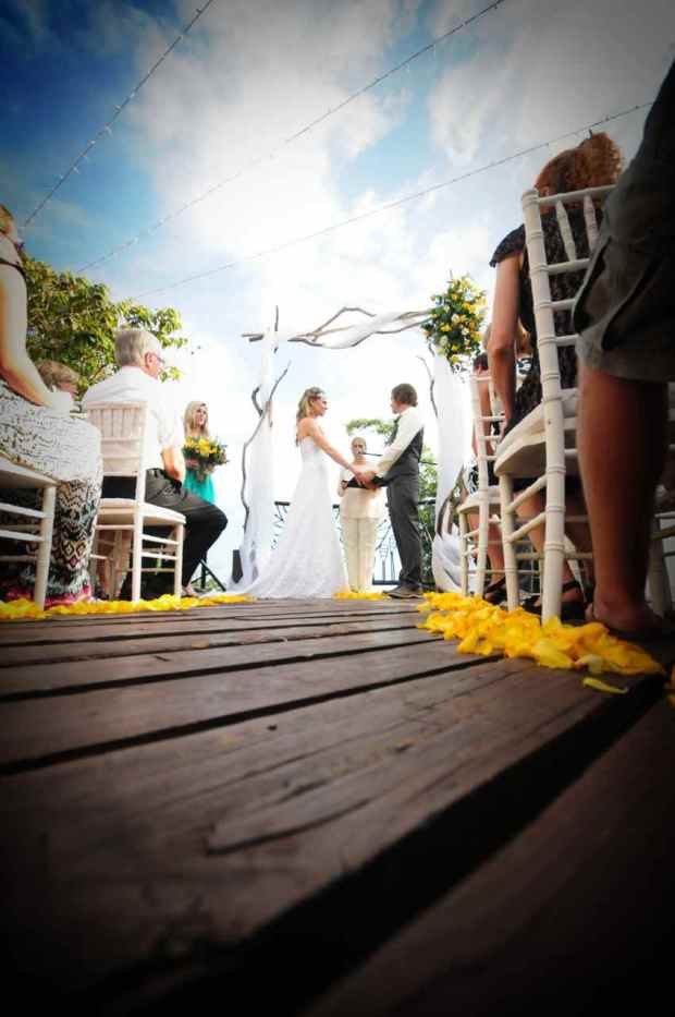 Casas de Las Brisas, wedding vows, tropical wedding, costa rica wedding, wedding ceremony, bride and groom holding hands, wedding yellow flowers, weddings costa rica