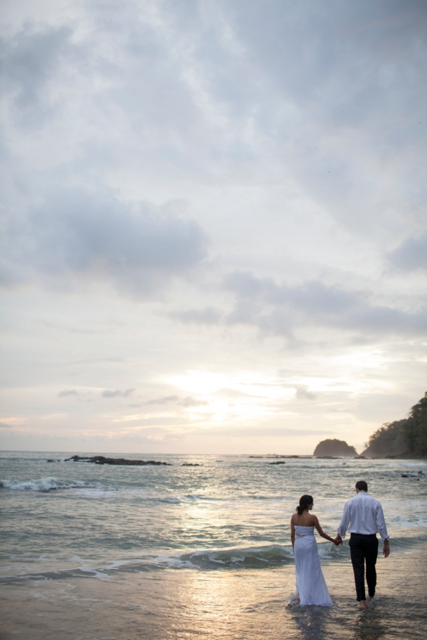bride and groom on the beach, bride and groom at sunset, beach wedding, costa rica wedding, weddings costa rica