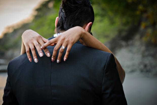 kiss the bride, bride and groom kissing, wedding ring, newlyweds, weddings costa rica