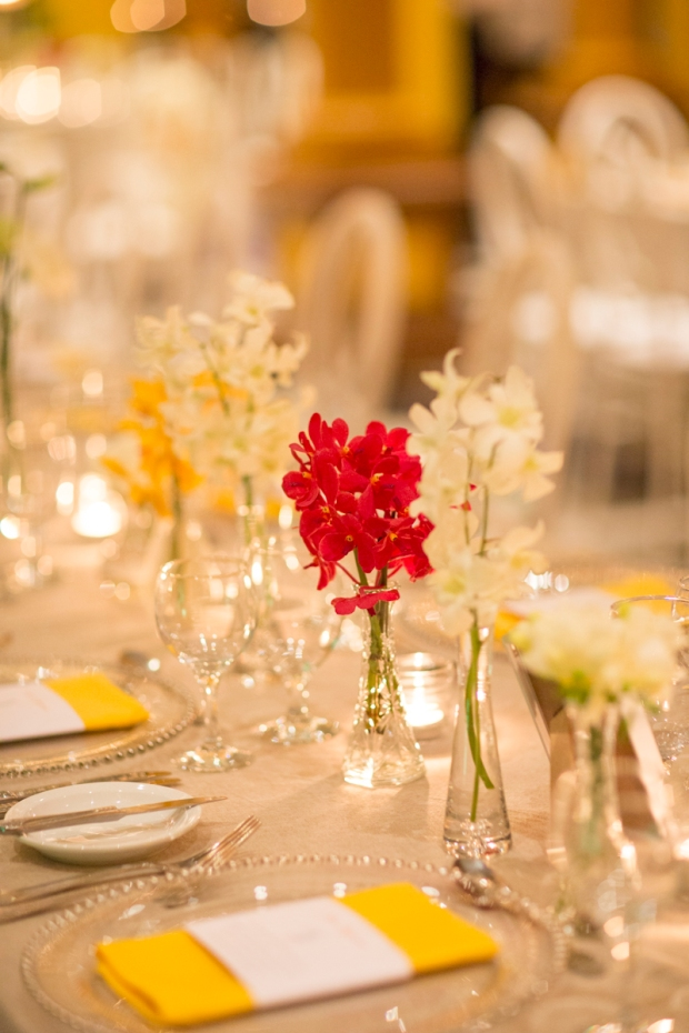 Red and white orchids, white and yellow table decor, elegant table decor, weddings costa rica