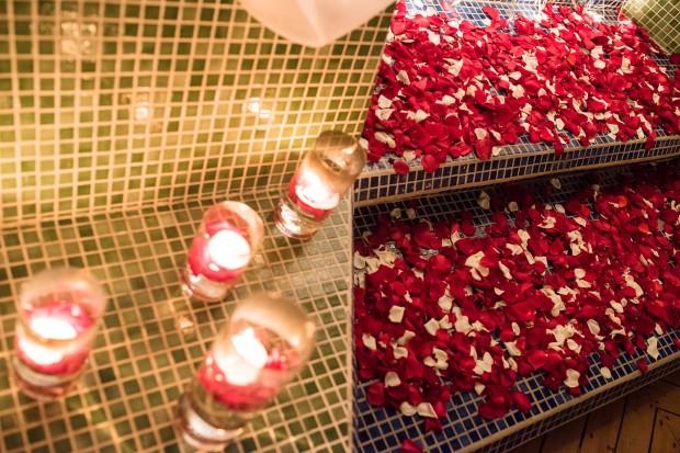 rose petals, floating candles, romantic decor, weddings costa rica