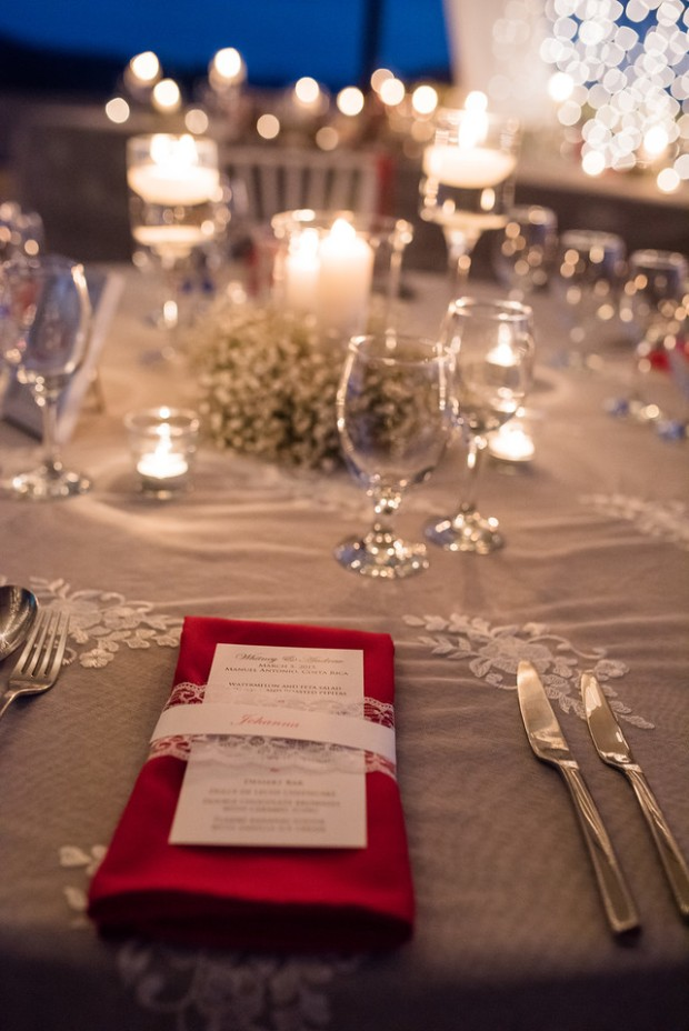 wedding menu, wedding table decor, red and white table decor, babies breath table decor, weddings costa rica