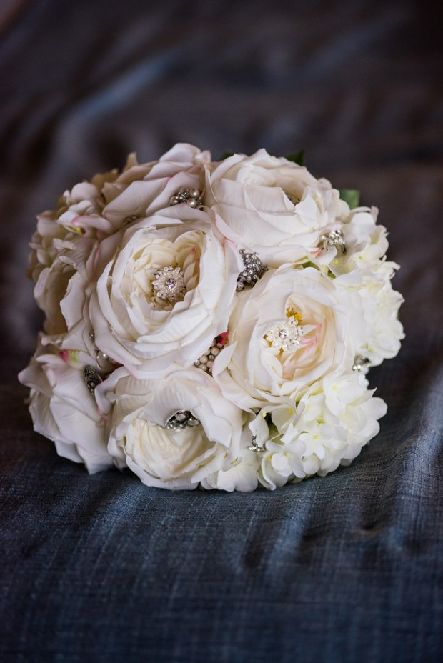white roses and jewels, wedding bouquet with jewels, white roses, white rose bouquet with charms, weddings costa rica