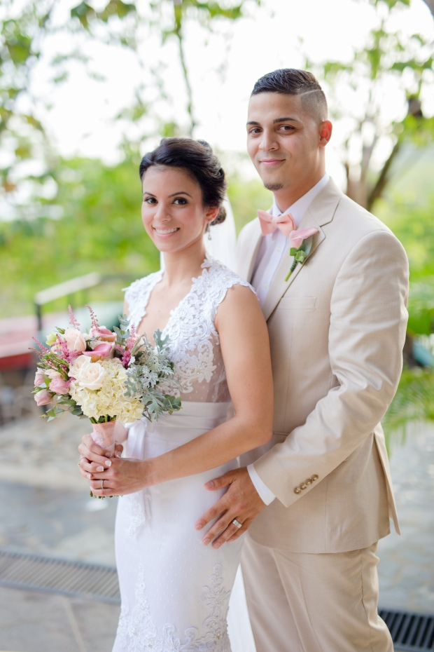 bride and groom, wedding couple pastel colors, weddings costa rica