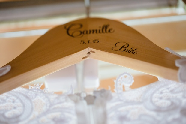 custom hanger, brides name on hanger, personalized dress hanger, weddings costa rica
