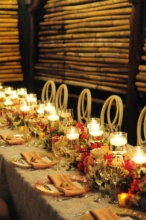 gold and rose table decor, table decor with roses, bamboo room separators, weddings costa rica