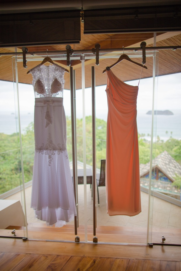 wedding dress, bridesmaid dress, hanging dresses, tropical wedding, weddings costa rica, punto de vista
