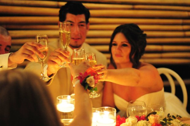 wedding toast, bride and groom toasting their guests, wedding champagne, weddings costa rica