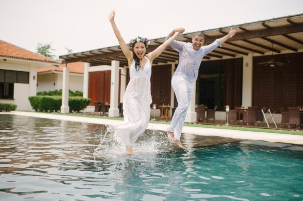 couple walking on water, wedding couple in pool, happy couple, weddings costa rica