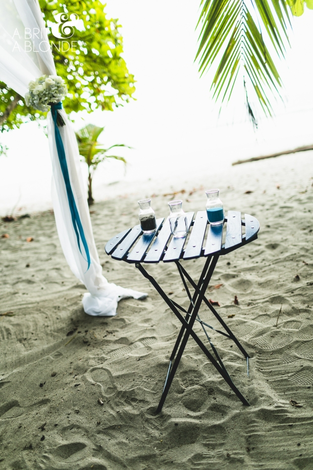 pretty beach table, beach wedding decor, tropical wedding, beach wedding, weddings costa rica