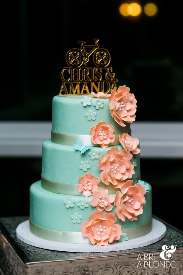 wedding cake, pink and aquamarine wedding cake, pink and aquamarine fondant, rose decor wedding cake