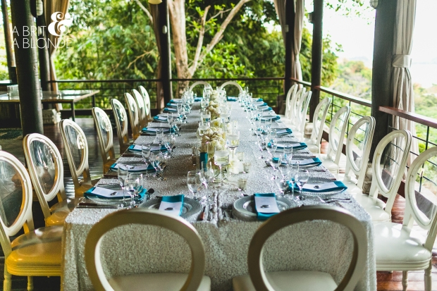 white and aquamarine table arrangment, white and aquamarine table decor, wedding reception, weddings costa rica