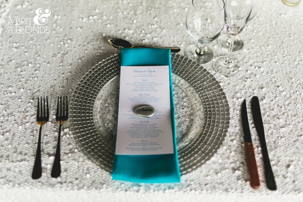 white and aquamarine table setting, wedding table setting, weddings costa rica