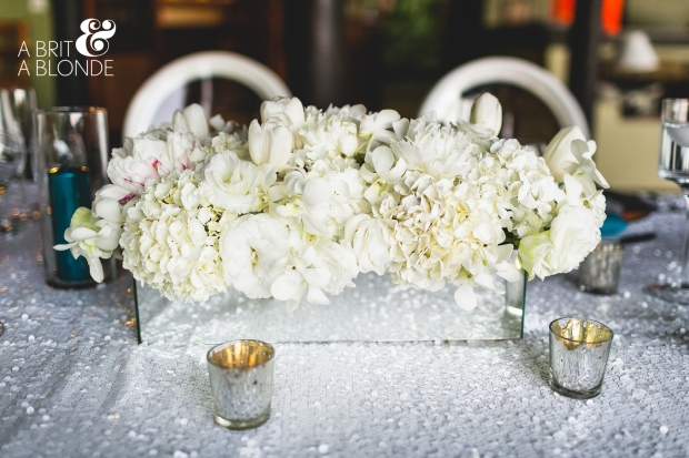 White flower arrangement, white table decor, white wedding, weddings costa rica