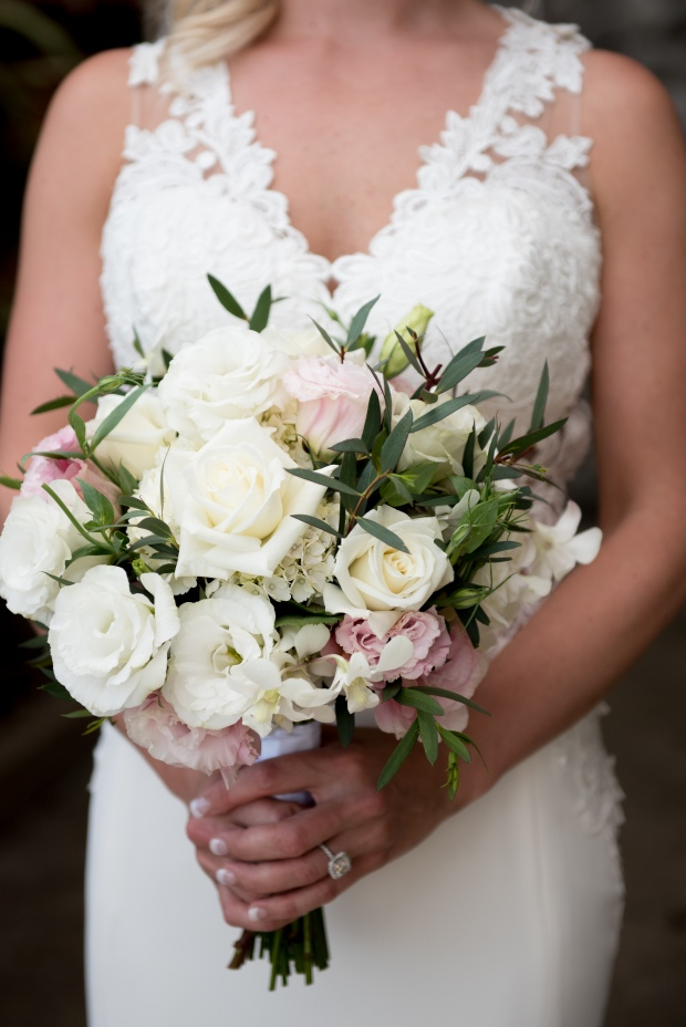 white and pink bouquet, roses lisanthus hydrangeas eucalyptus bouquet, Costa Rica wedding, Weddings Costa Rica