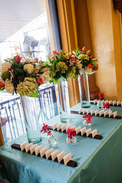 Seating card table with flowers